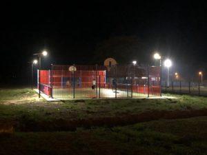 éclairage solaire terrain de sport en Guyane lampadaire solamaz
