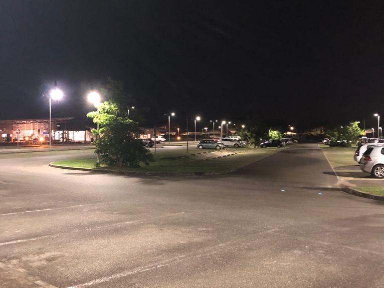 éclairage d'un parking avec des lampadaires solaires Solamaz